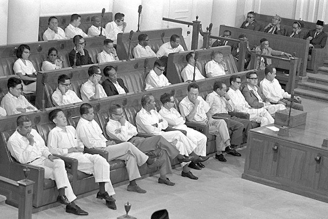 Lee Kuan Yew and cabinet ministers as a Parliamentary sitting in 1965