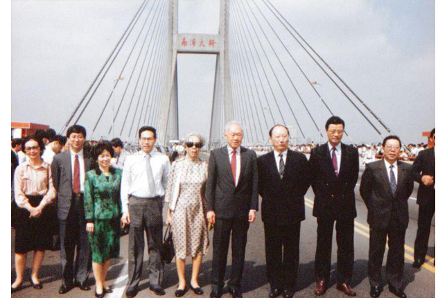 Lee Kuan Yew on a Visit to Shanghai in 1992