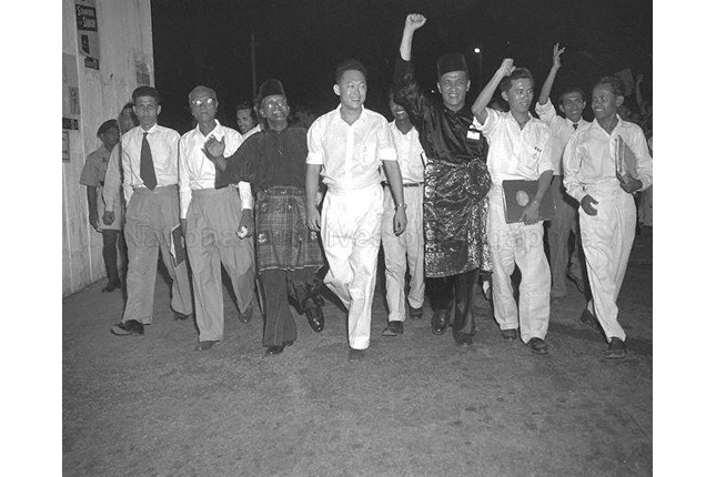 Lee Kuan Yew with supporters on polling day 1955