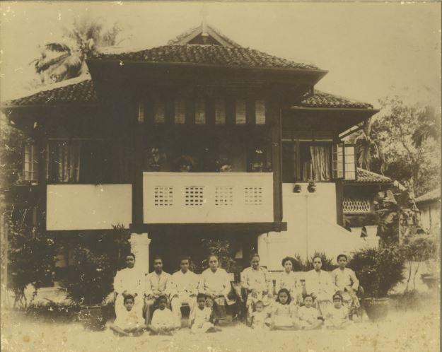 A photograph of the Ramasamy Suppiah family at Suppiah Villa in the Upper Serangoon area