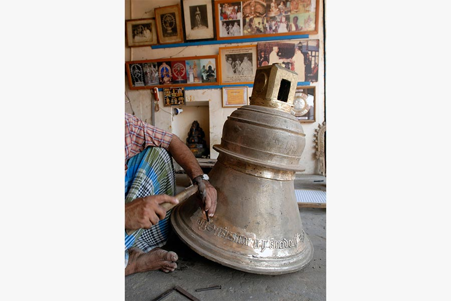 A bell being inscribed at Kumbakonam in contemporary Tamil Nadu