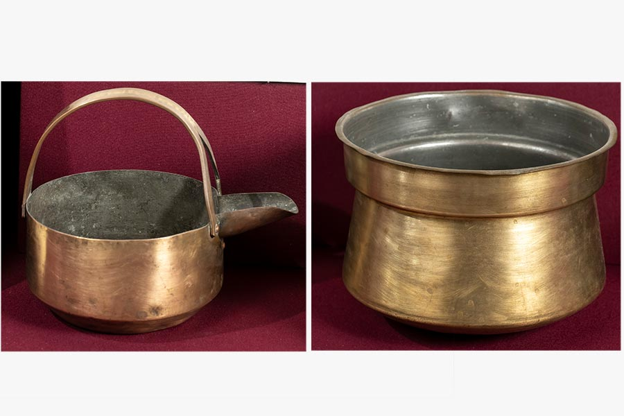 Sothi coconut based curry serving vessel and a cooking vessel