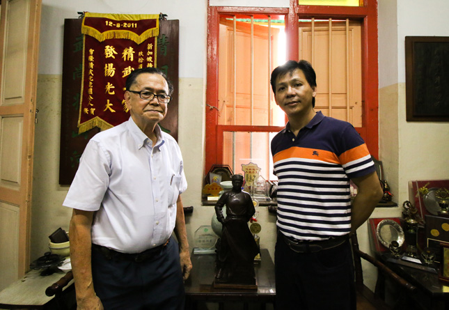 Chin Woo -  Kwong Yuen Hung, GS of Chin Woo (left), Jack Woo, vice secretary of Chin Woo (right)