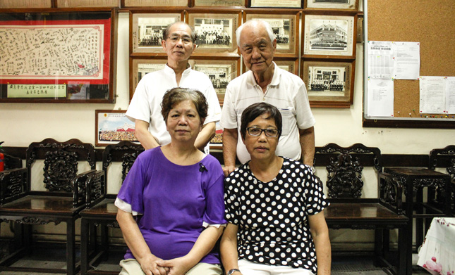 Kwong Wai Siew - Lee Wai Ching (bottom right) with other clan members